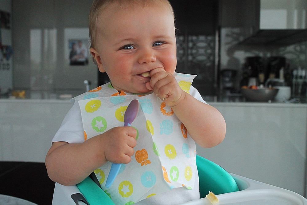 Все о правильном прикорме ребенка: как вводить, начало и схема прикорма по месяцам