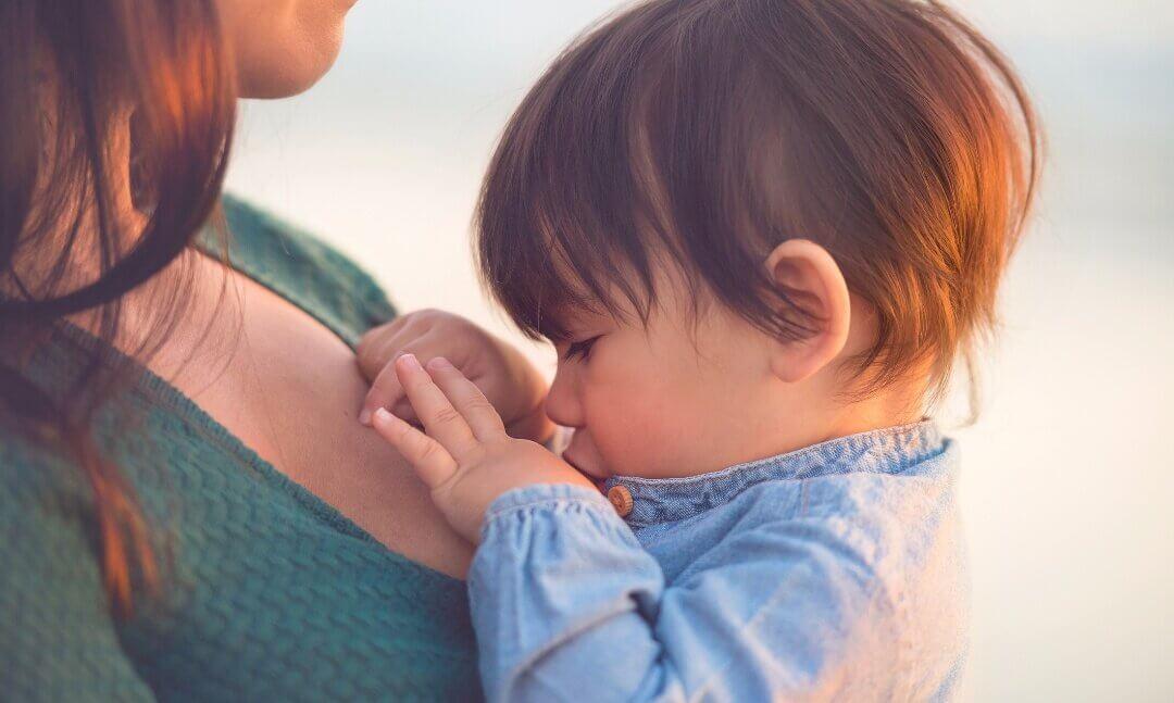 Безболезненное отлучение ребенка от грудного вскармливания: правила и советы