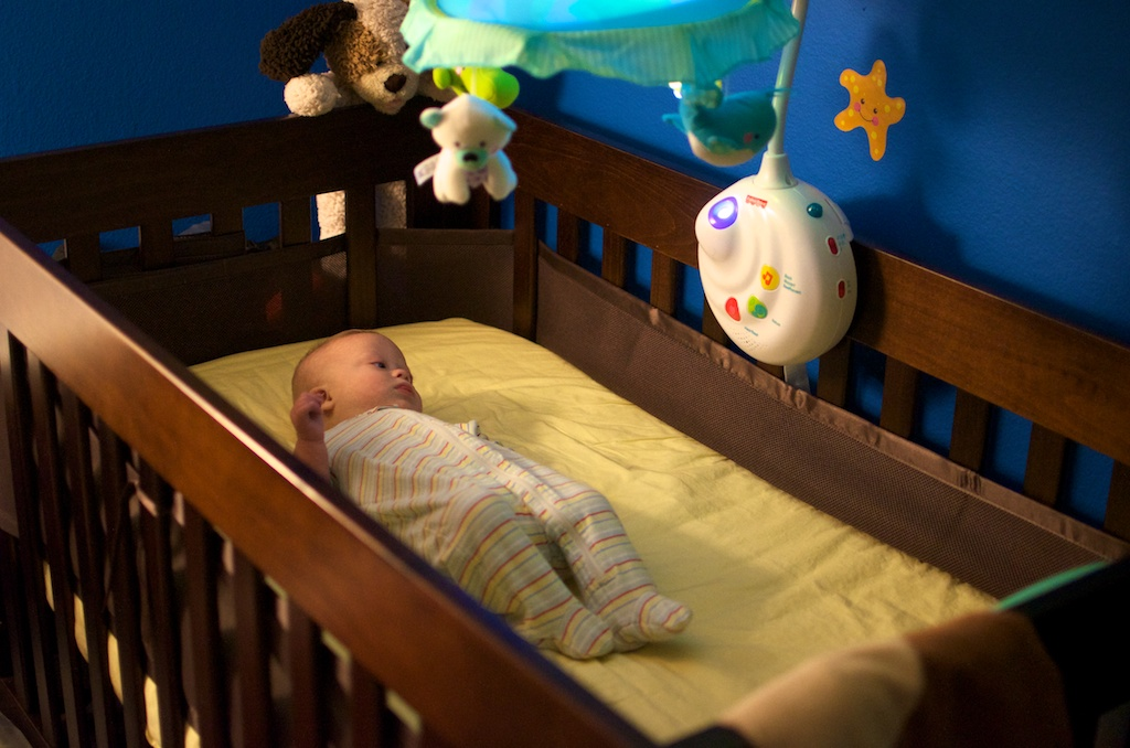 Как приучить годовалого ребенка спать в своей кровати | уроки для мам