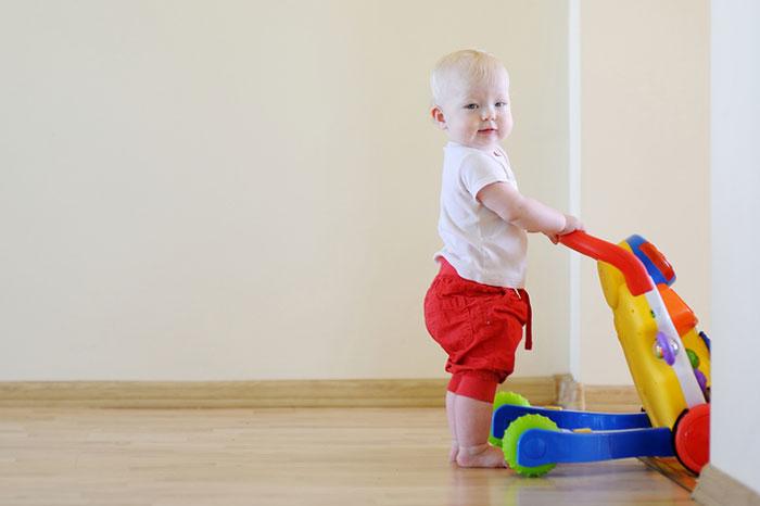 Как научить ребенка ходить — что делать, чтобы малыш быстрее пошел