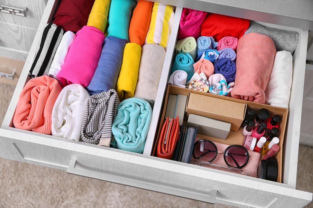 Порядок в детской комнате: как хранить вещи грудничка