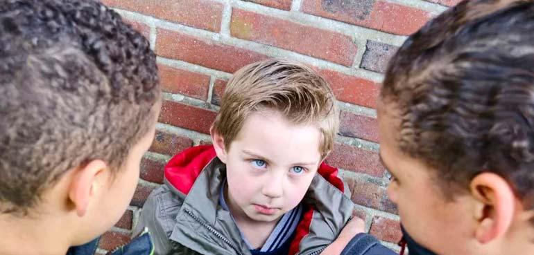 Буллинг в школе — страшное явление, которое встречается достаточно часто. это регулярное физическое или эмоциональное насилие над ребенком, которое необходимо вовремя распознать и предотвратить.