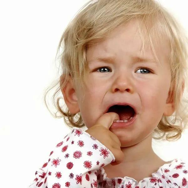 Что делать, когда у ребенка болит живот