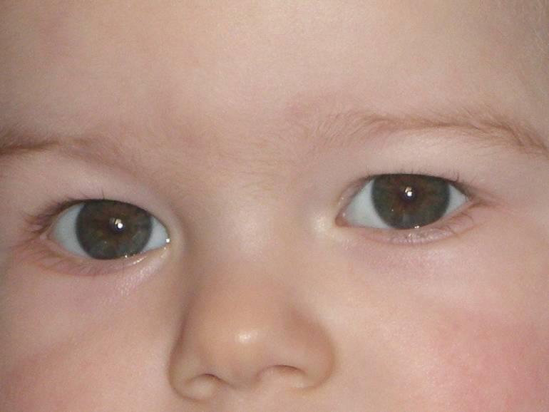 Как узнать цвет глаз ребенка?