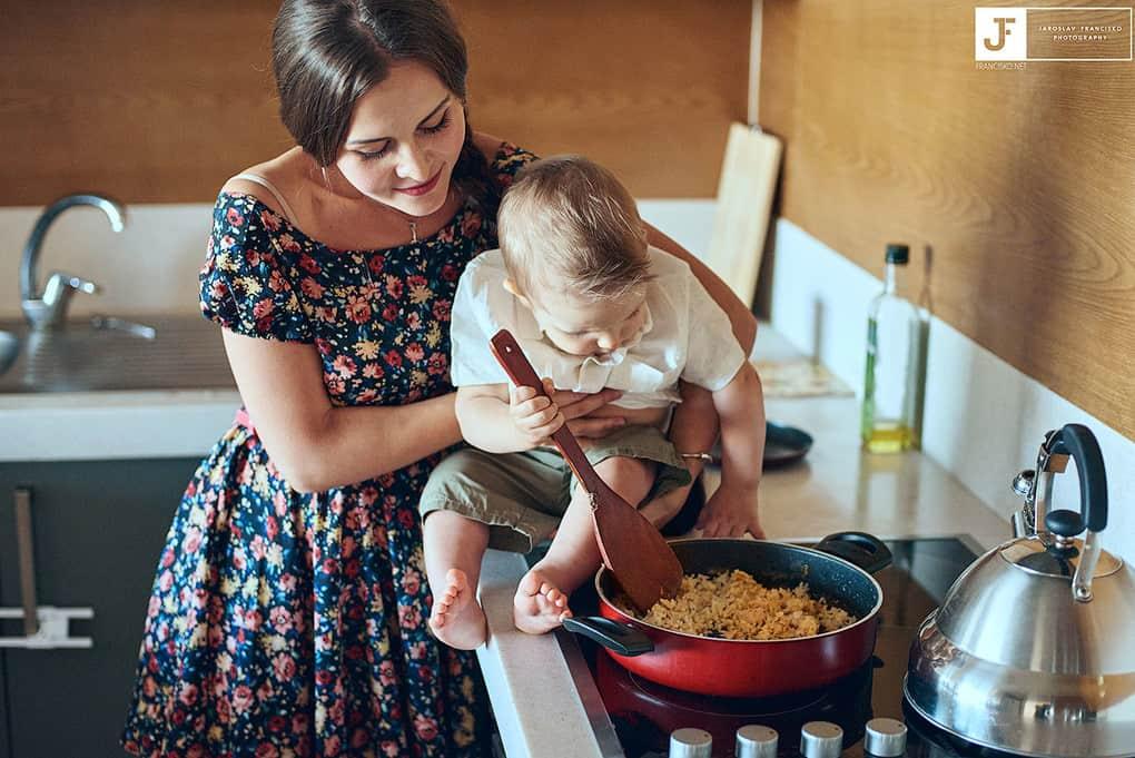 Как находить время на домашние дела, если на руках маленький ребенок?