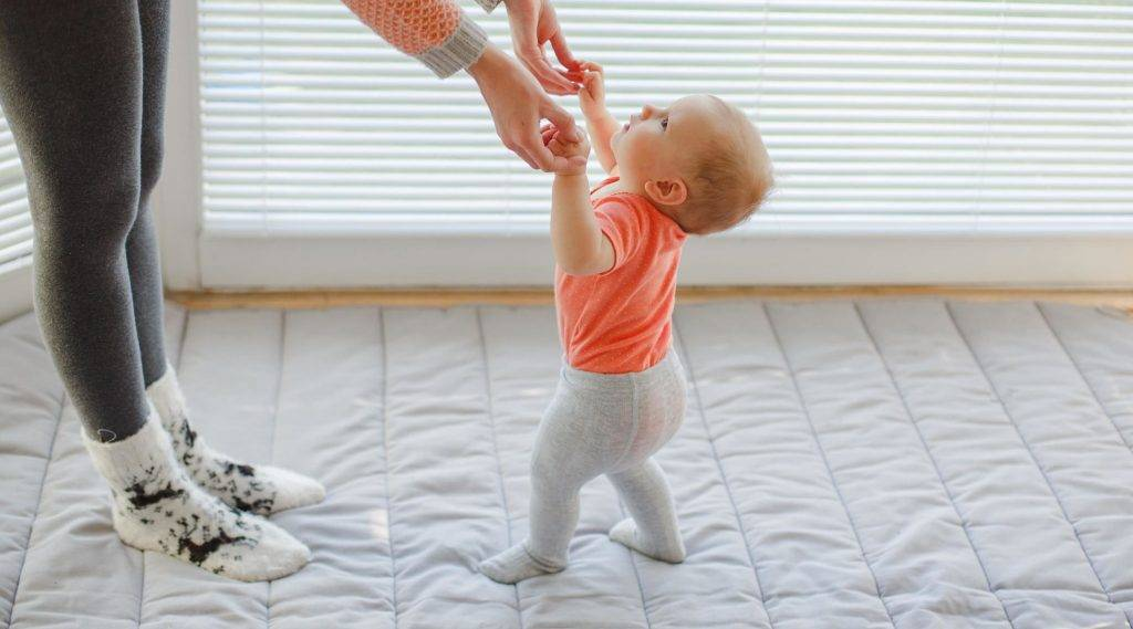 Как научить ребенка ходить: методики развития навыка и обучающие советы | house-fitness.ru