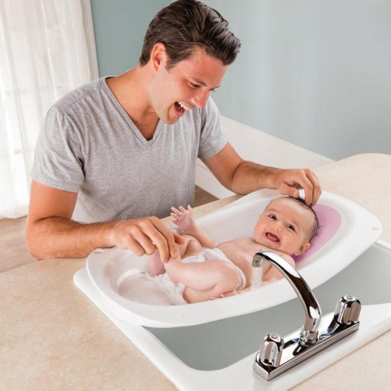 Как подмывать девочку до года — правильно подмыть под краном
