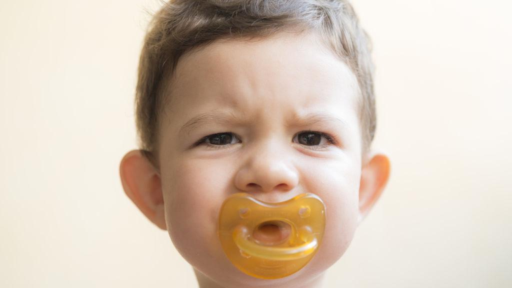 Как отучить ребенка от рук — 6 советов