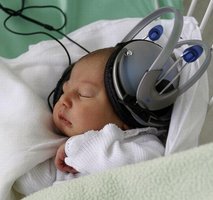 Какая музыка полезна новорожденным: правила выбора произведений