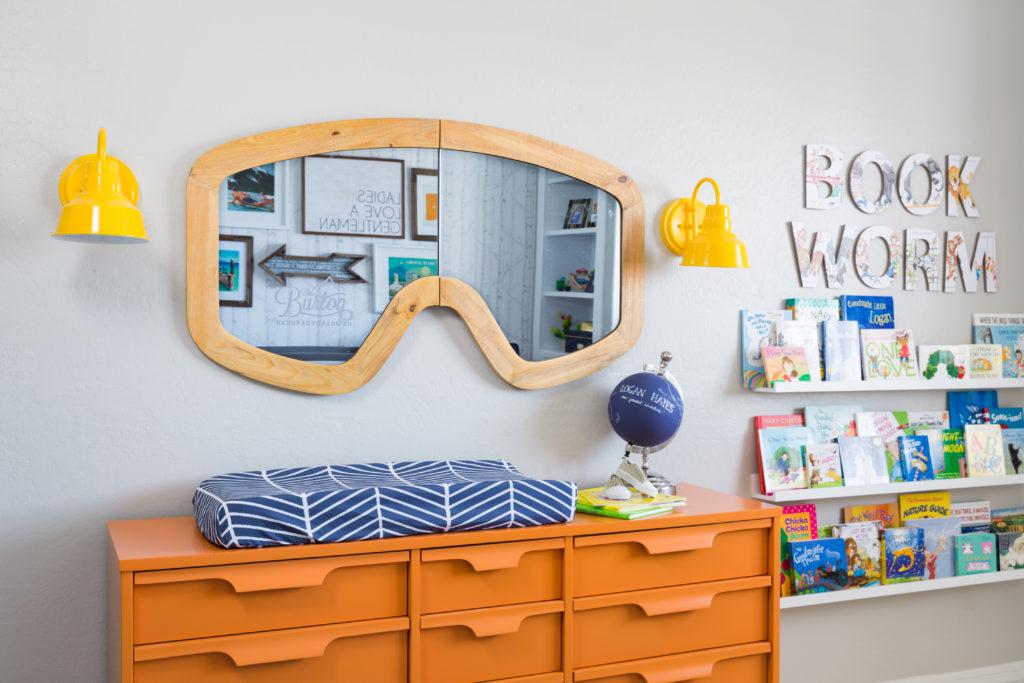 Можно ли спать напротив зеркала в шкафу, и почему так делать не стоит