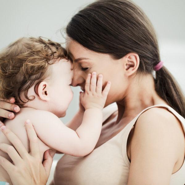 Как правильно отлучить ребенка от грудного вскармливания