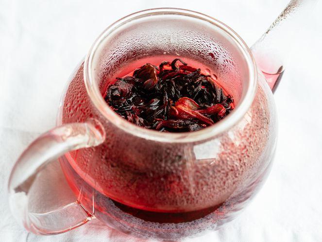 Можно ли детям пить чай каркаде: польза и противопоказания