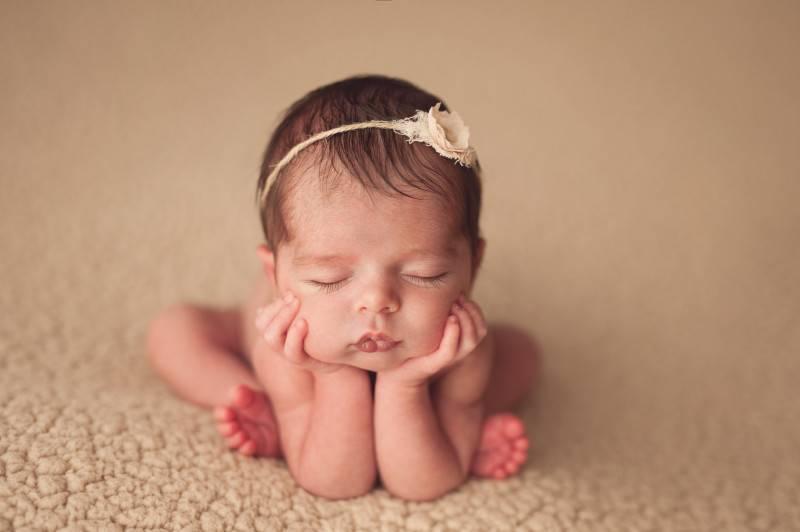 Почему у младенца трясется подбородок