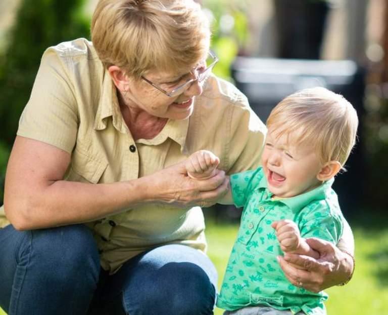 Не обездоливайте бабушек. можно ли доверить внуков старшему поколению?