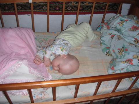 Как научить ребенка переворачиваться самостоятельно?