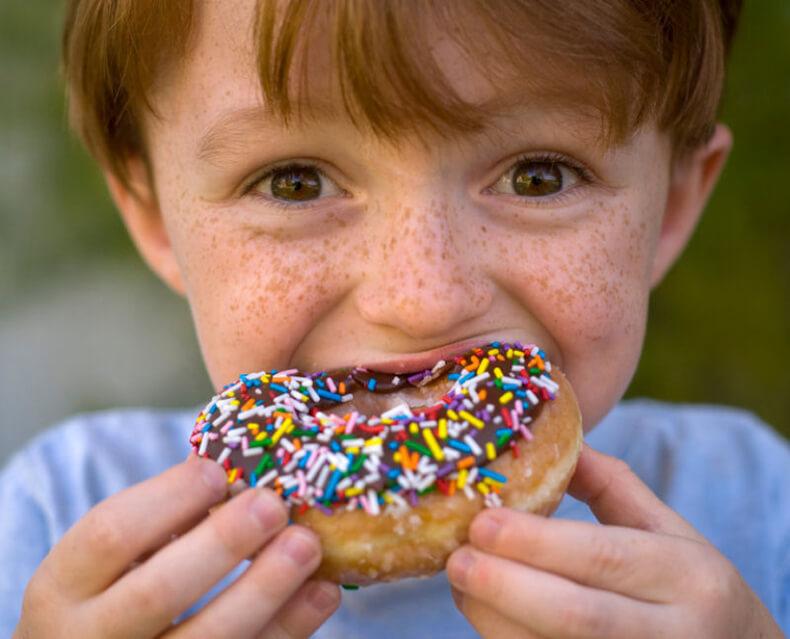 Ребенок ест много сладкого   уроки для мам