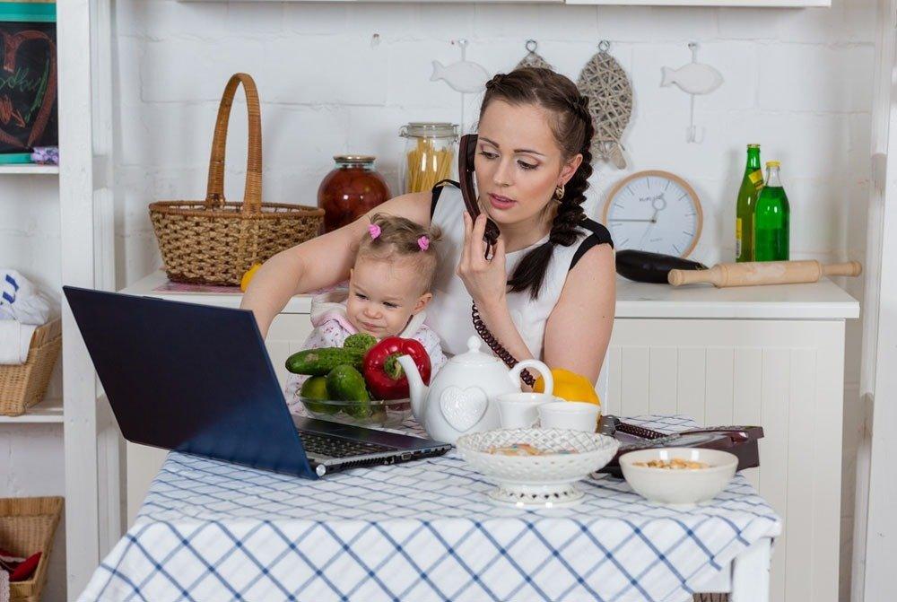 Как заработать деньги в декрете сидя дома с ребенком? 40 реальных способов