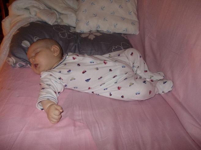 Очень чуткий сон у ребенка: что предпринять