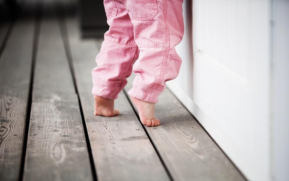 Первые шаги ребенка: учимся правильно ходить   как научить малыша ходить самостоятельно