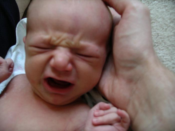 Почему у новорожденного трясется подбородок - это страшно или нет? - медицинский портал