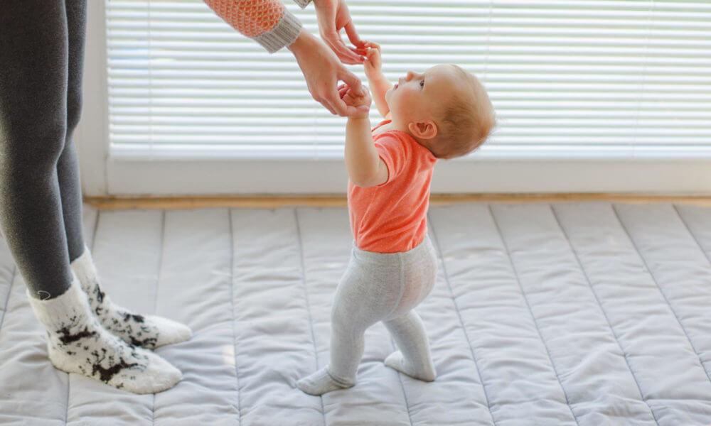 Ребенок в 1 год ходит на носочках. почему? доктор позвонков