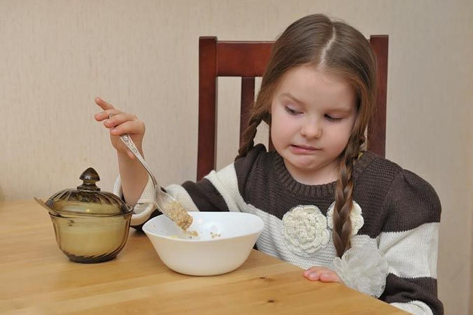 Ребенок плохо кушает: основные причины, почему ребенок отказывается от еды и советы, что с этим делать   фоксфорд.медиа - фоксфорд.медиа