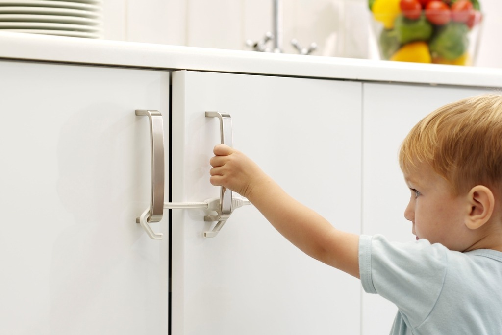 Как сделать дом безопасным для ребенка? важные рекомендации для родителей - блог о детях