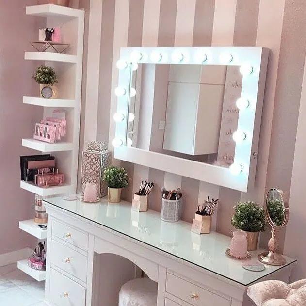 Можно ли спать напротив зеркала в шкафу, и почему это делать не рекомендуется?