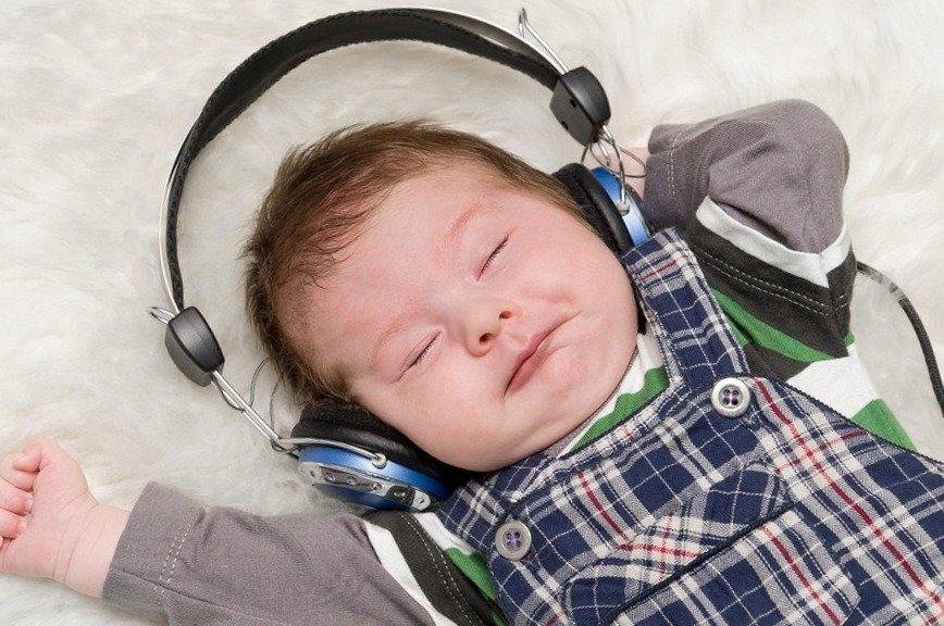 Какая музыка полезна для новорожденных детей?