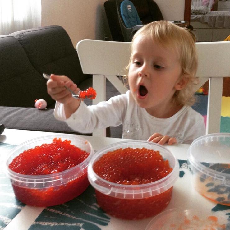 С какого возраста ребенку можно давать красную икру?
