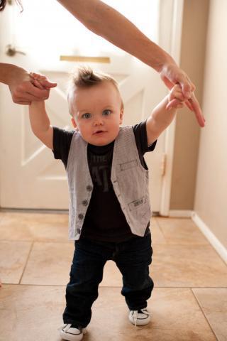 Первые шаги: во сколько дети начинают ходить
