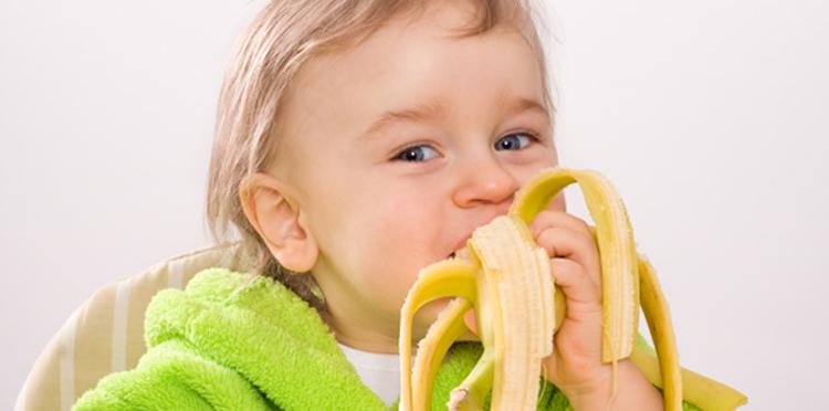 Когда ребенку можно давать банан: со скольки месяцев, грудничку, прикорм - журнал expertology