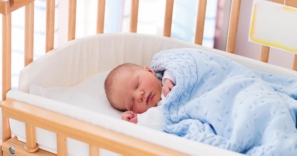 Почему ребенку после 3 лучше спать отдельно от родителей? - статьи