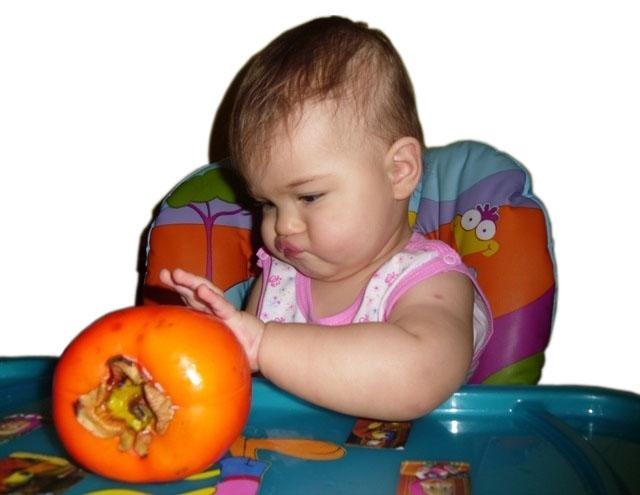 С какого возраста ребенку можно давать хурму? чем полезна хурма? вызывает ли хурма аллергию у детей