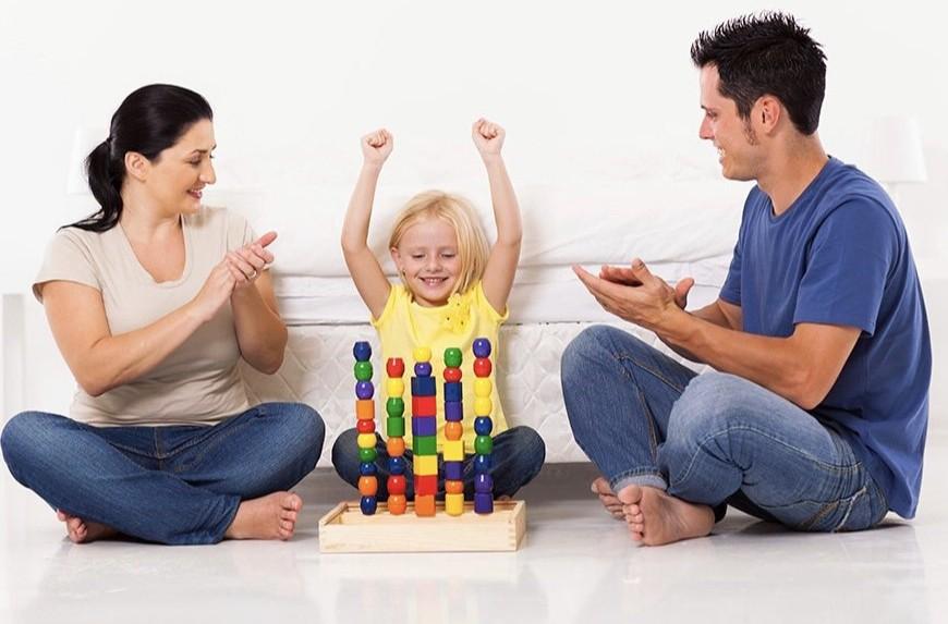Как правильно хвалить и поощрять ребенка за хорошее поведение: рекомендации психолога с примерами