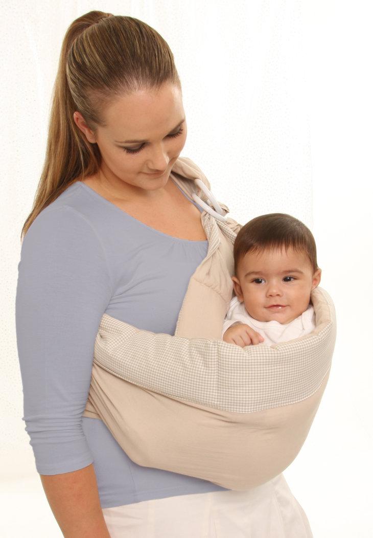 Рекомендации специалистов: во сколько месяцев можно сажать девочек, носить в рюкзаке-кенгуру и ставить в прыгунки?