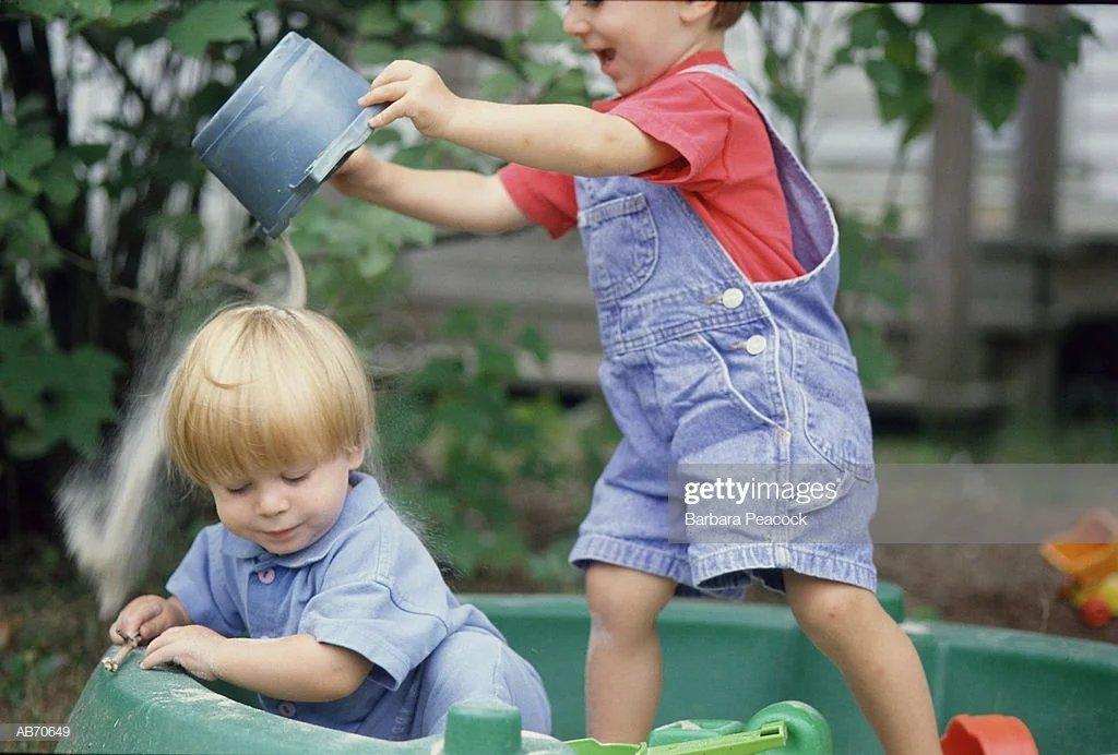 Разборки в песочнице, или что делать, если ребенок дерется?   психологические тренинги и курсы он-лайн. системно-векторная психология   юрий бурлан