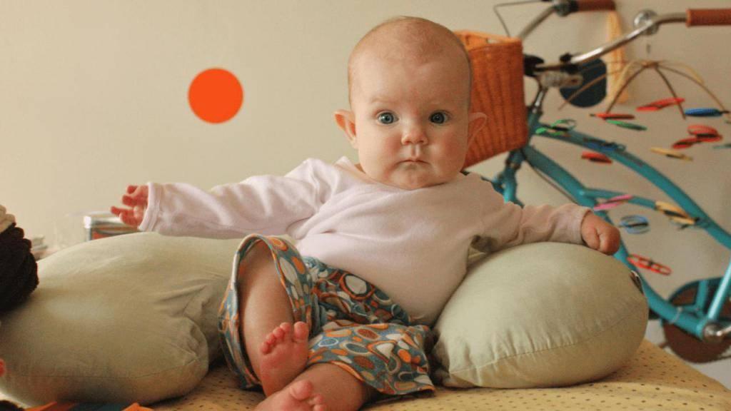 Как научить ребенка сидеть? ребенок не сидит, не хочет сидеть, в каком возрасте ребенок сидит?