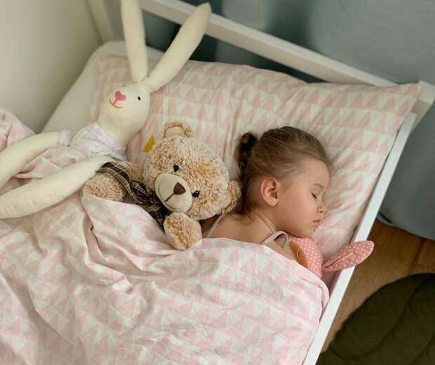 Как правильно укладывать годовалого ребенка спать без слез и укачиваний – важные советы опытных мам