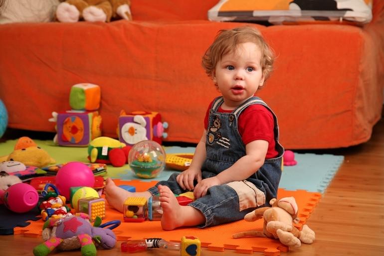 Ребенок постоянно ломает игрушки: как быть родителям?