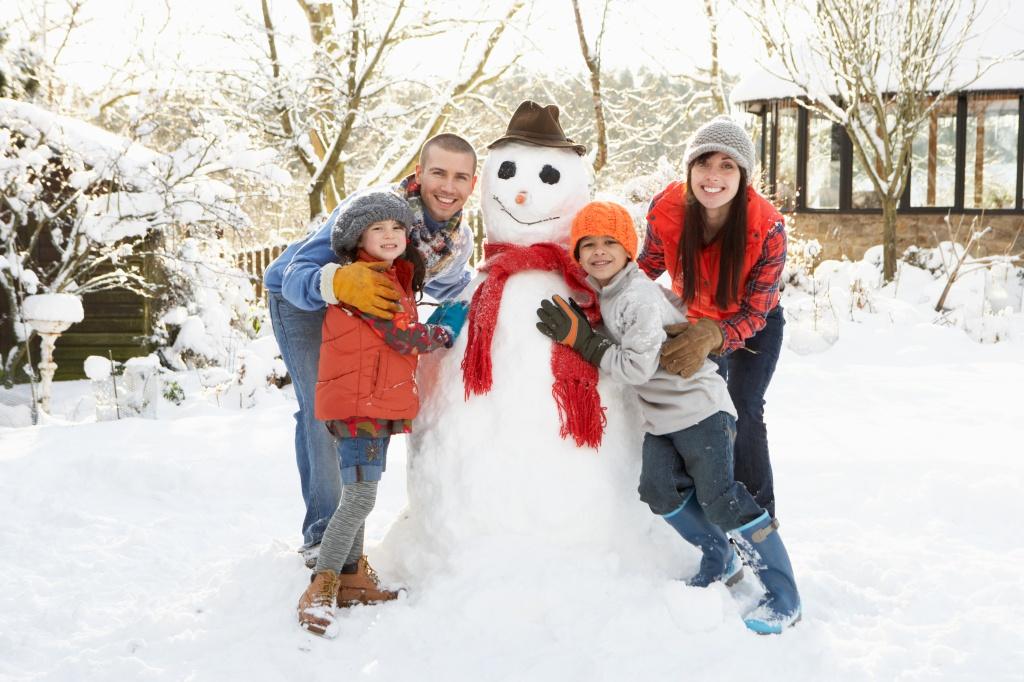 что можно делать зимой: зимние игры на прогулке и дома