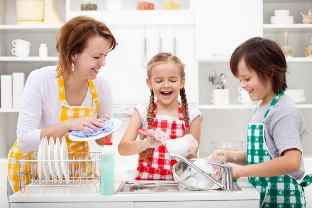 Как сделать процесс уборки интересным для ребенка?