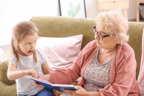 Что делать, если бабушка вмешивается в воспитание вашего ребенка