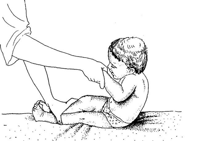 Во сколько месяцев ребенок начинает сидеть и ползать. как научить ребенка ползать. - статьи