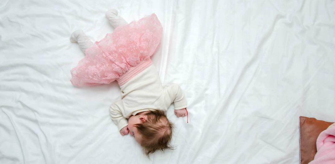 Что делать? ребенок упал с дивана.