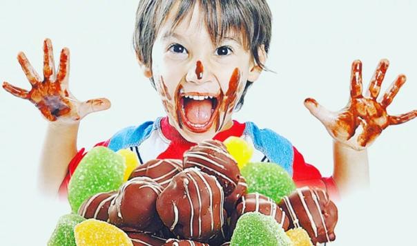 Ели много сладкого в детстве? потенциально испортили себе жизнь - телеканал доктор