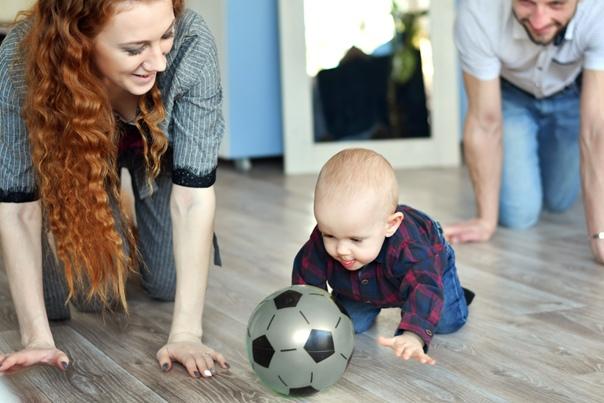 Как помочь ребенку ползать   уроки для мам