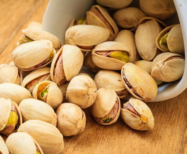 Фисташки при грудном вскармливании: можно ли есть эти орехи кормящей маме, каковы польза и вред, как употреблять?