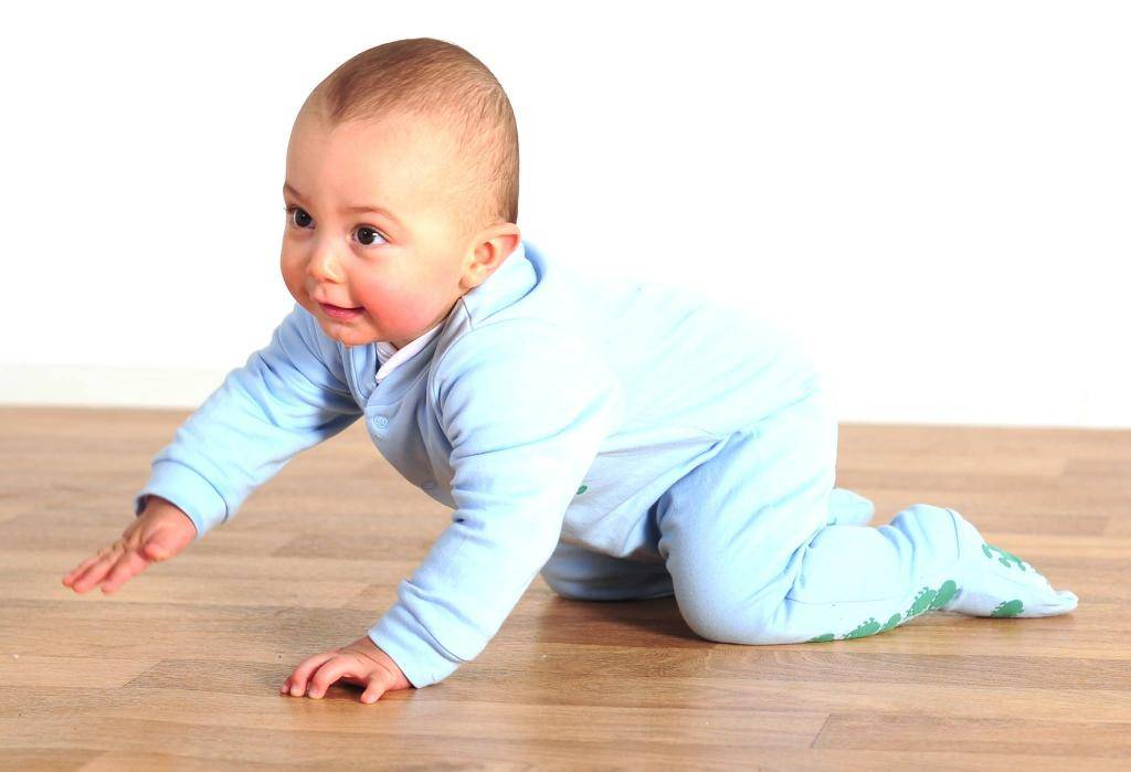 Как научить ребенка сидеть самостоятельно: советы и упражнения
