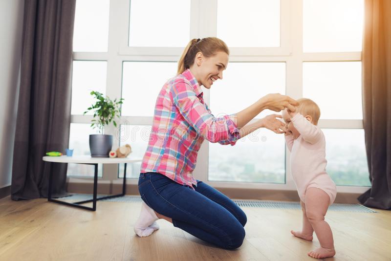 Как учить ребенка ходить (упражнения, чтобы помочь)